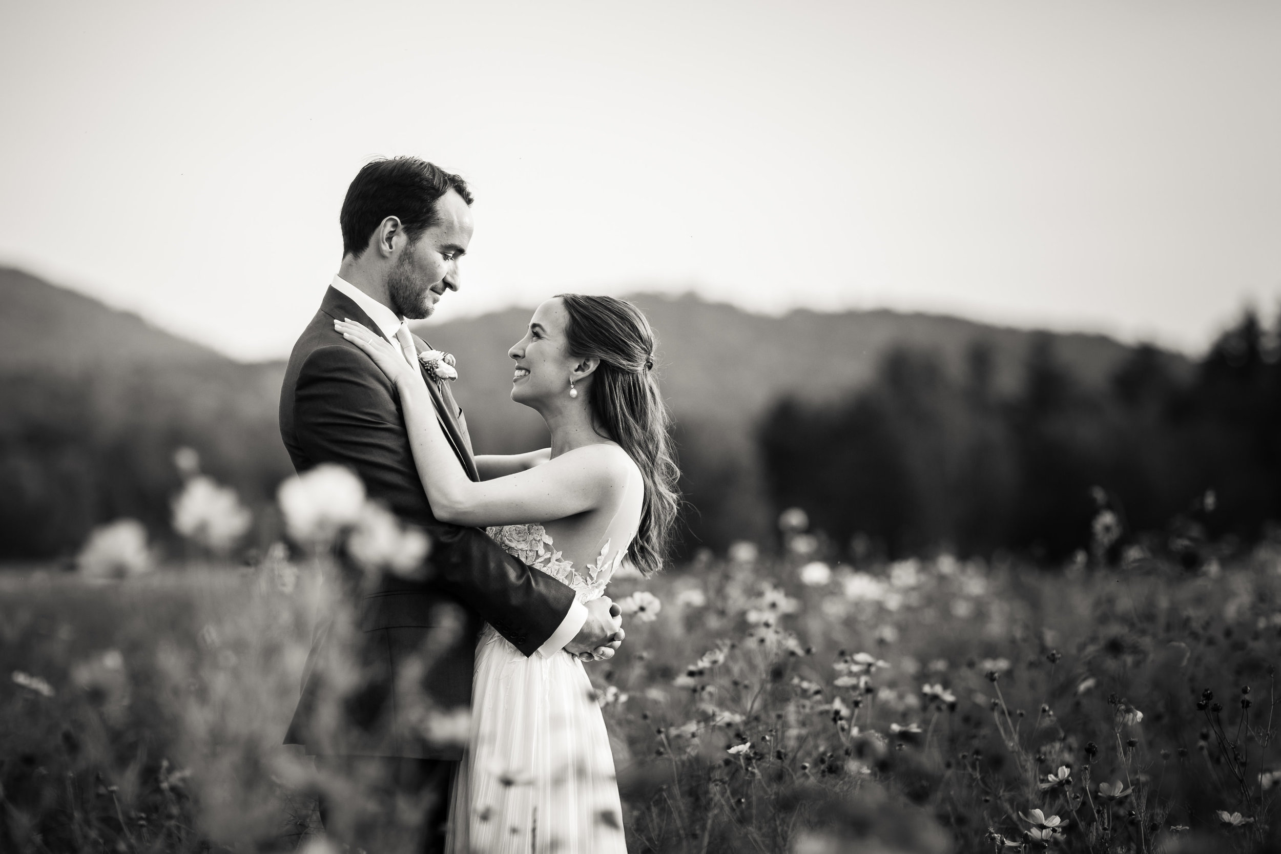 Another moment of love at The Barn and one of our elegant Stowe weddings! Image: Jag Studios