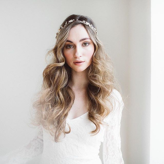 I love high key, neutral color palettes as in this stunning Image from @ashleylargesse gown @everthinebridal makeup @elizabethenglandstudios hair @87jessicamurphy floral desigh @nectarandroot model @ariadne4