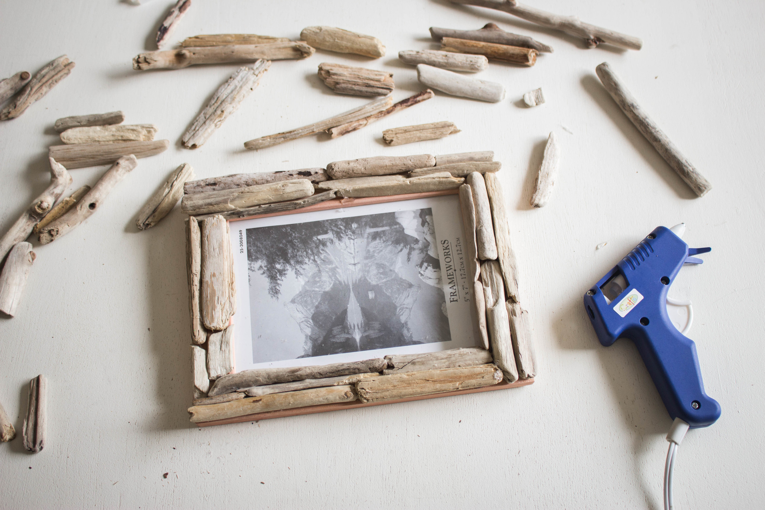 Diy Driftwood Picture Frame Cashmere Plaid