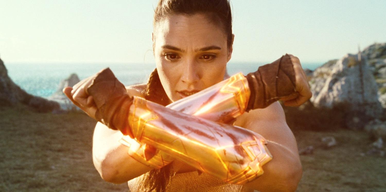 Wonder-Woman-Movie-Glowing-Vambraces.jpg