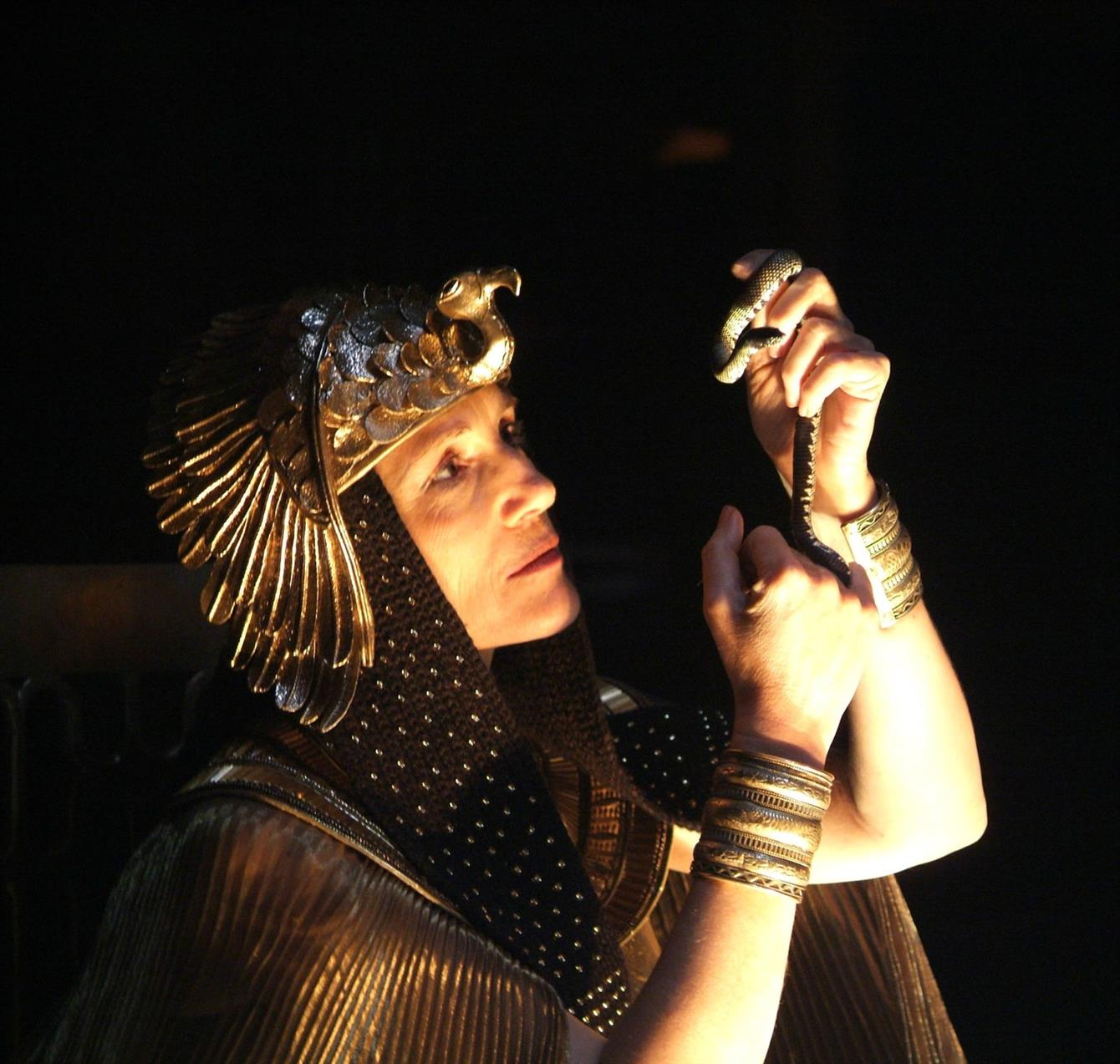 Harriet Walter as Cleopatra in the RSC's production of Antony & Cleopatra in 2006, directed by Gregory Doran.