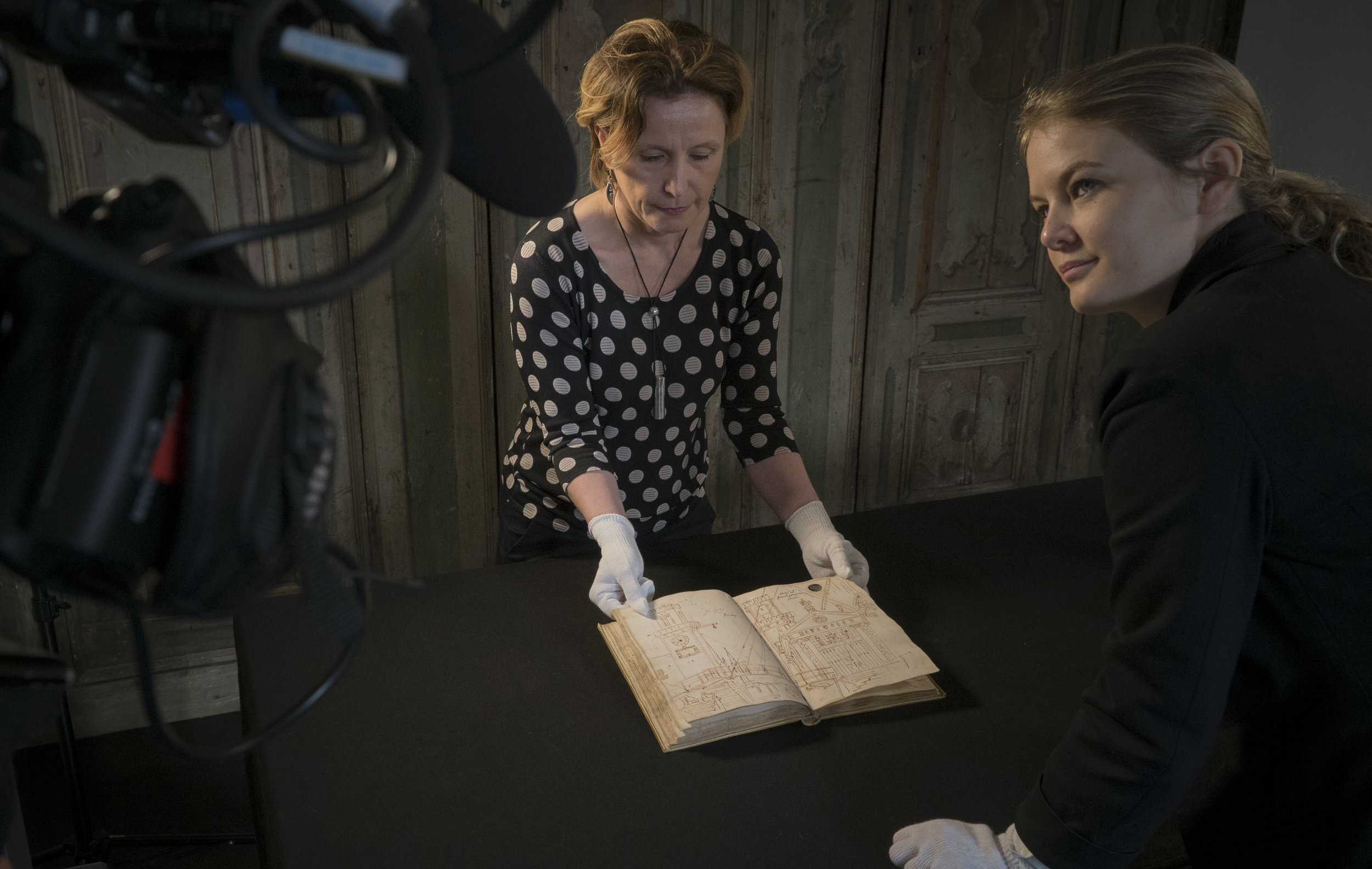 Filming Rosie Razzall and sketchbook at Accademia © EXHIBITION ON SCREEN (David Bickerstaff)