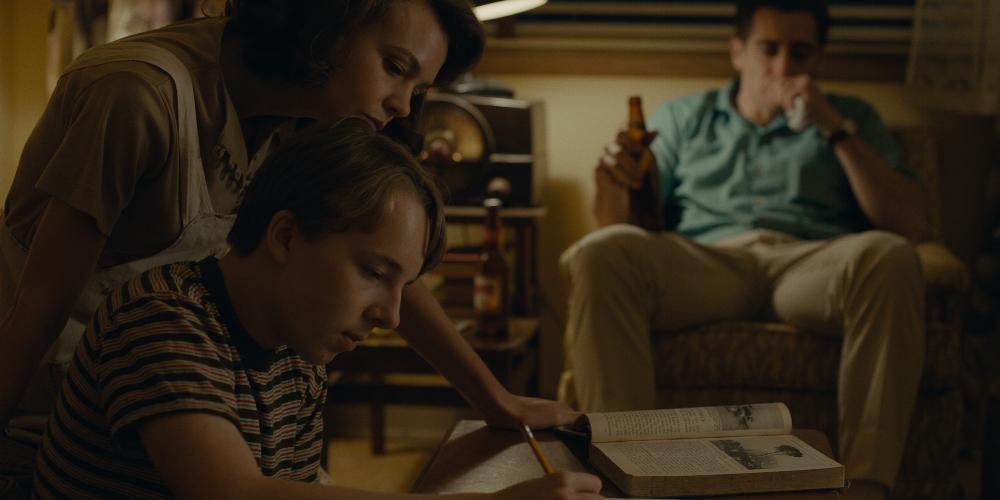 Carey Mulligan, Ed Oxenbould and Jake Gyllenhaal in  Wildlife  (2018)
