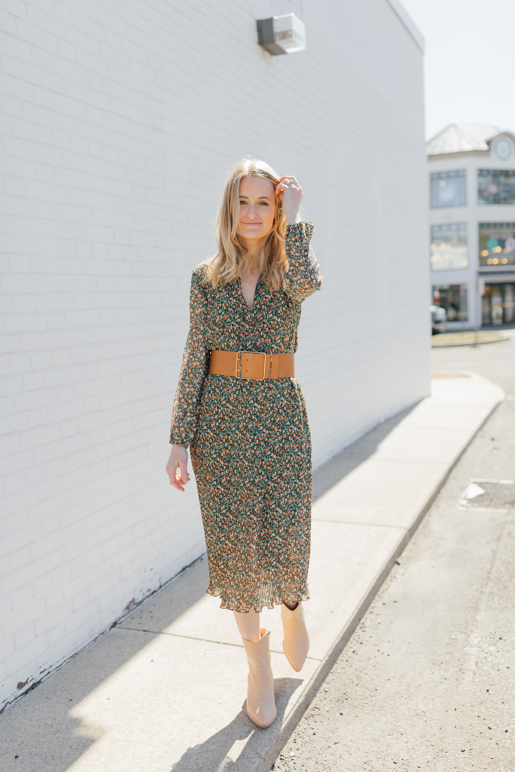 Stephanie Trotta // The GirlGuide // How to style florals for  Spring