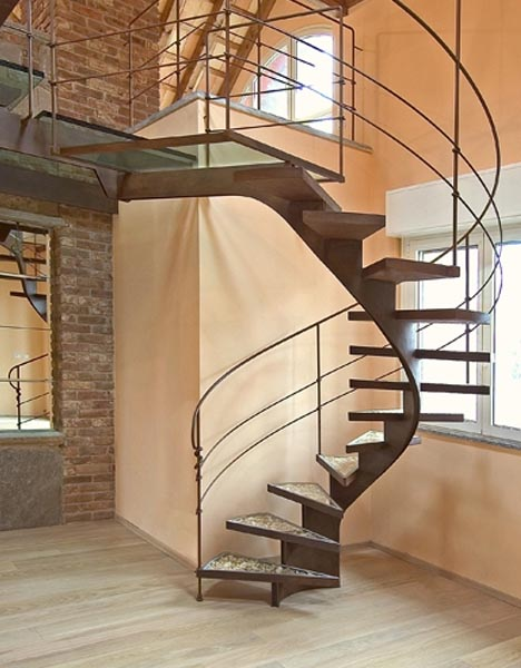 steel-spiral-staircase-photo.jpg