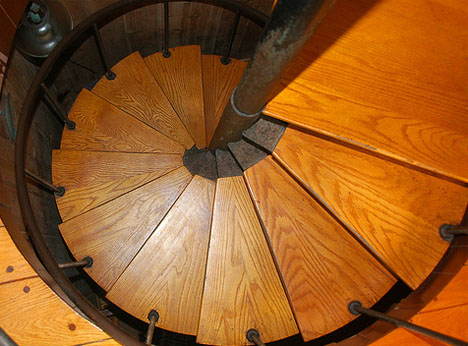 wooden-residential-spiral-staircase-design.jpg