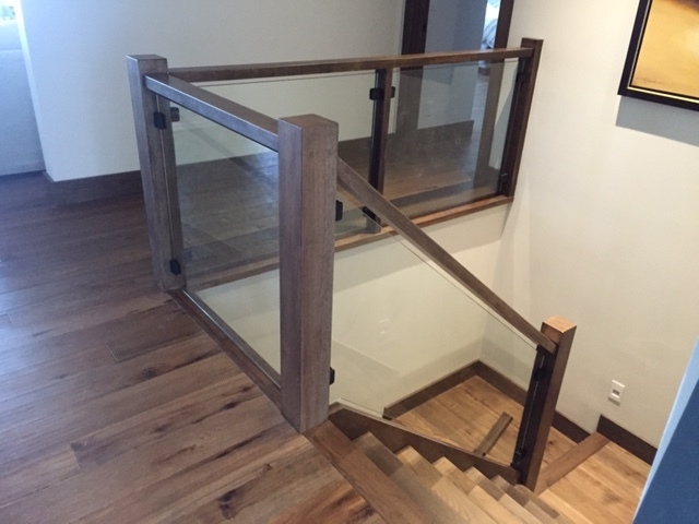 4-1/2 Hickory blank post, 1-3/4 x 3-1/2 contemporary hickory railing, powder coated black glass clips. Job Location: Blue Mountain, ON
