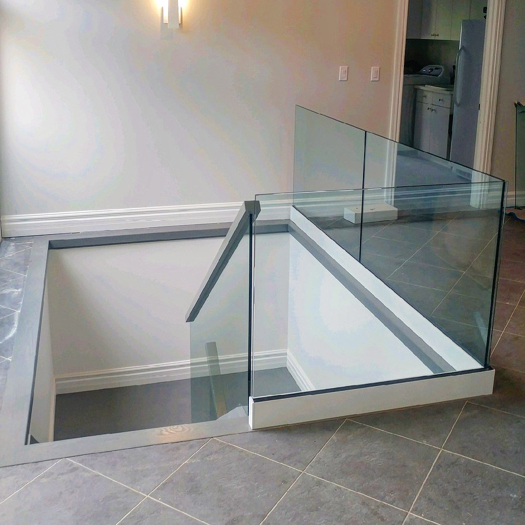Steel base shoe painted high gloss white with 12mm glass.  Job location: Innisfil, ON