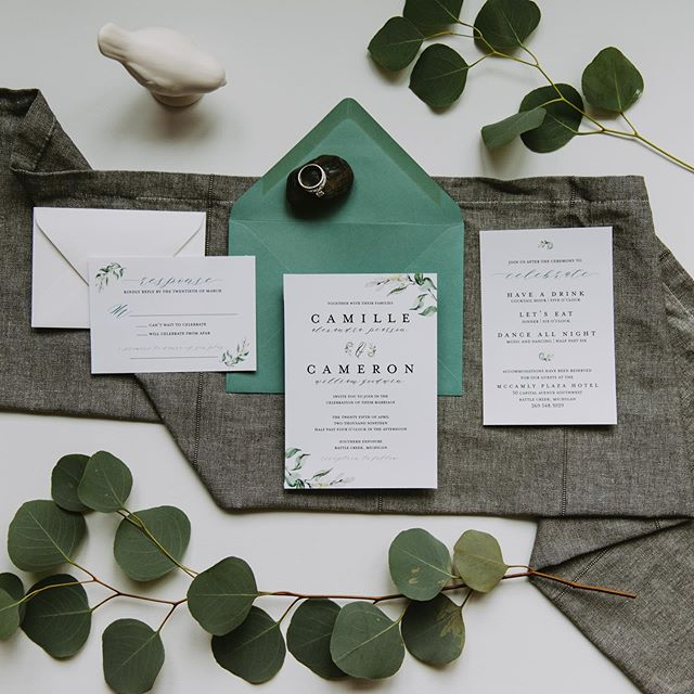 This semi-custom suite is perfect for the couple who is looking to add a touch of enchantment. The subtle botanical elements will sweep you off your feet.  Pair it with a Jade envelope to make a statement, or keep it subtle and elegant with an opal envelope.  Photo Credit: @adventurephotostories #fresh #botanical #crispandclean #simplistic #eucalyptus #greenery #versatile #prettypapergoods #semicustom #weddinginvites #stationery #ohsopretty #cooltonecolors