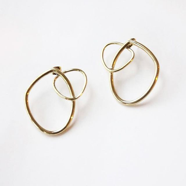 Grab our Climbing Sabi Outline Studs on sale for only $50! These organically shaped stacking studs make a gorgeous subtle statement. Perfect for day to night occasions. Handmade fair trade in Kenya from recycled brass. . . . #smallbusinesssaturday #shopsmall #shopsmallbusiness #earrings #gold #hoops #jewelry #handmade #fairtrade #kenya #gift #giftideasforher #fallfashion #fallstyle #shop #btlabus #beautifulthings #brass #studs #sale