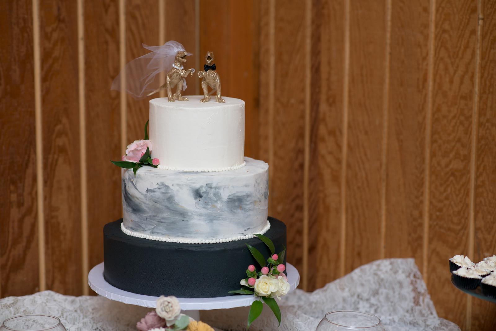 Black and White Wedding Cake.jpg