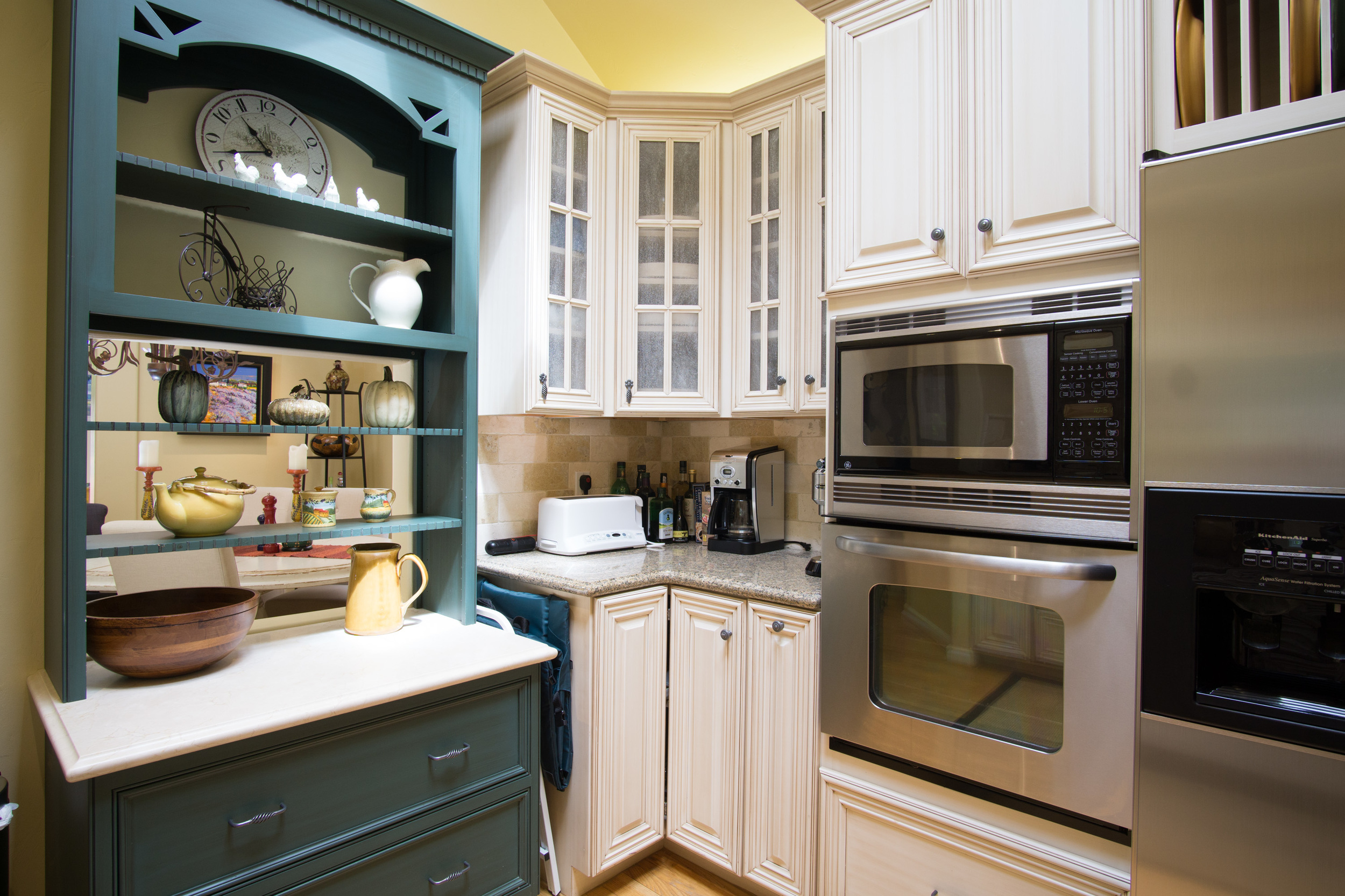 Torres11th-int-kitchen1.jpg
