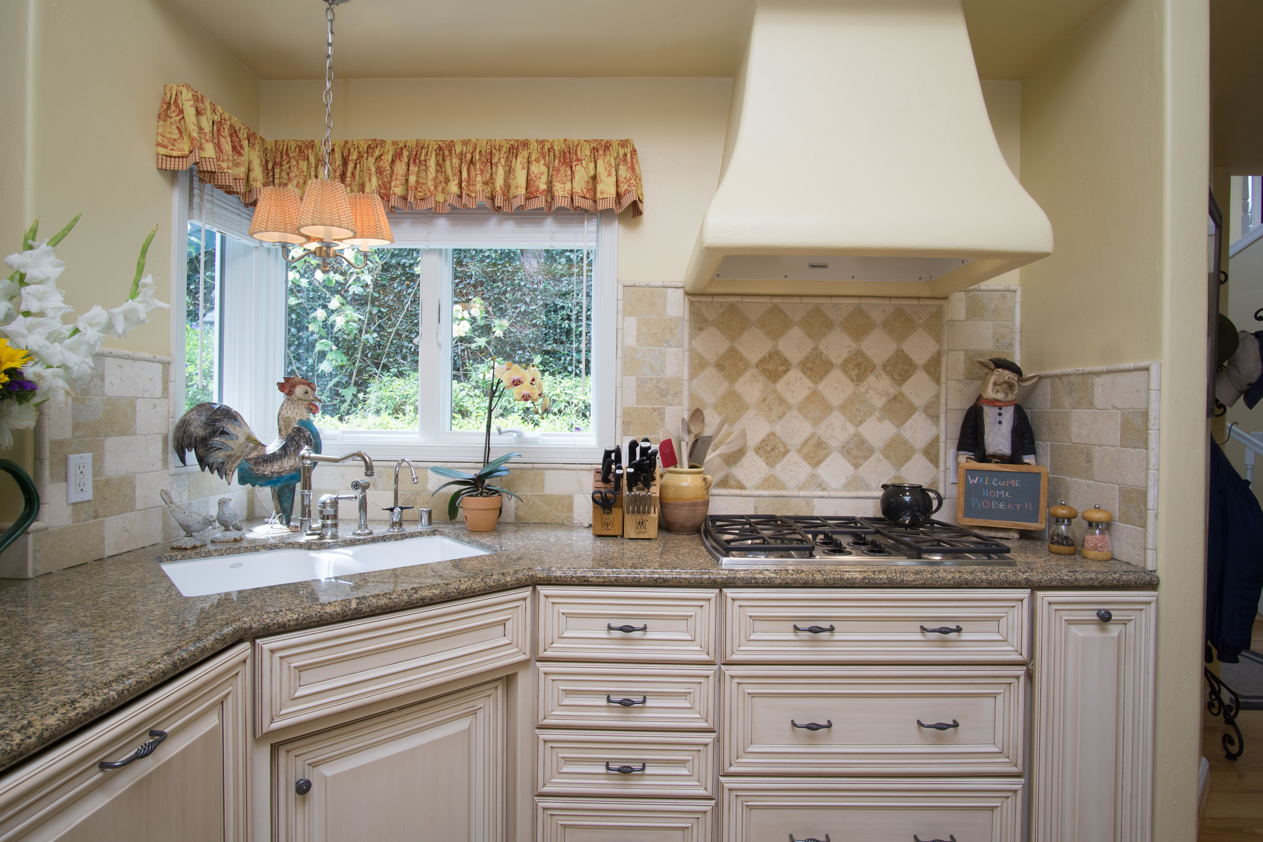 Torres11th-int-kitchen4.jpg