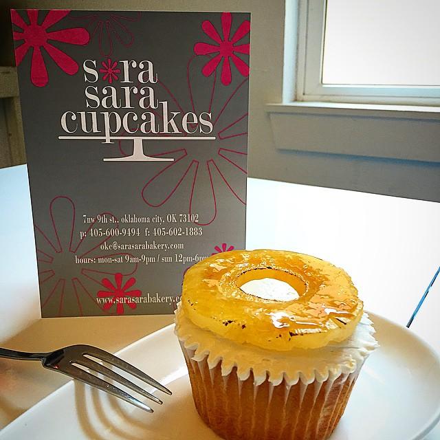 _TrawickImages_Senior_Models_meeting_with_sweets_tomorrow_at_Sara_Sara_Cupcakes.___senior__oklahoma__cupcakes.jpg