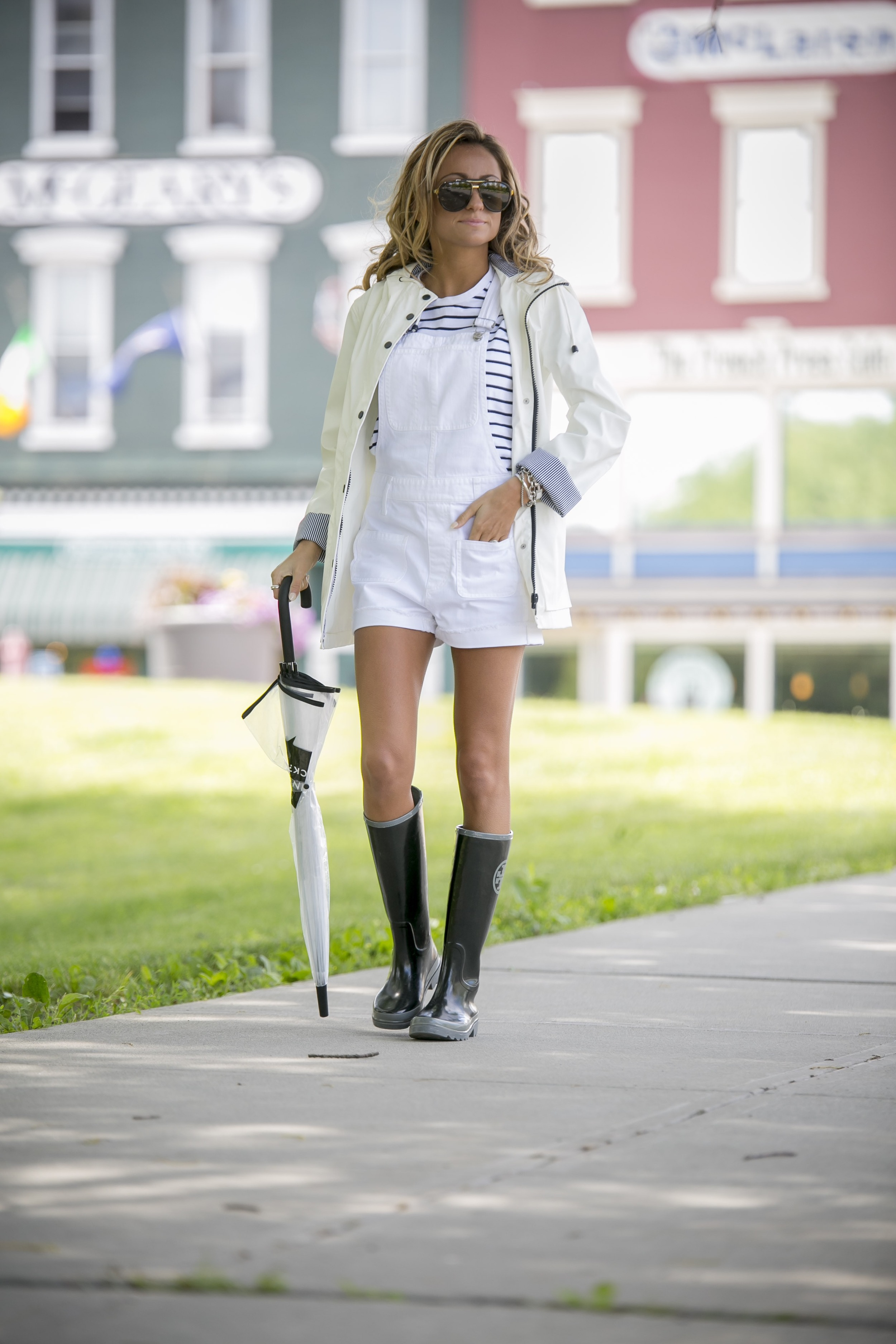 Overalls: Madewell |Tee:Rag&Bone( similar )|Coat: Topshop |Boots:Tory Burch(older, similar here )|Umbrella: Kate Spade  (also love this  one )    Dino Petrocelli Photography