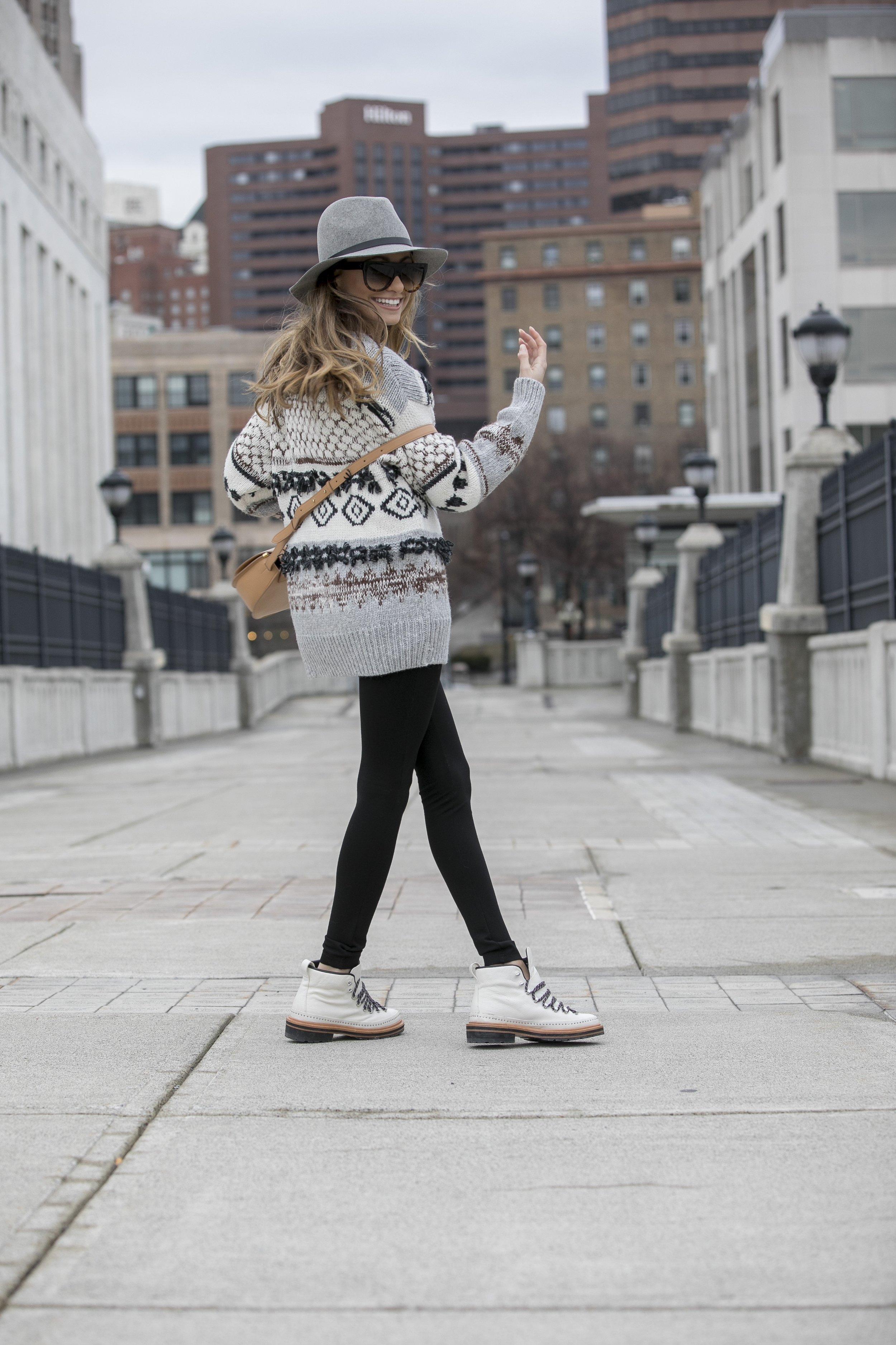 Fedora :Rag&Bone |Sweater: Current/Elliott |Boots: Rag&Bone |Bag: Cuyana     Dino Petrocelli Photography