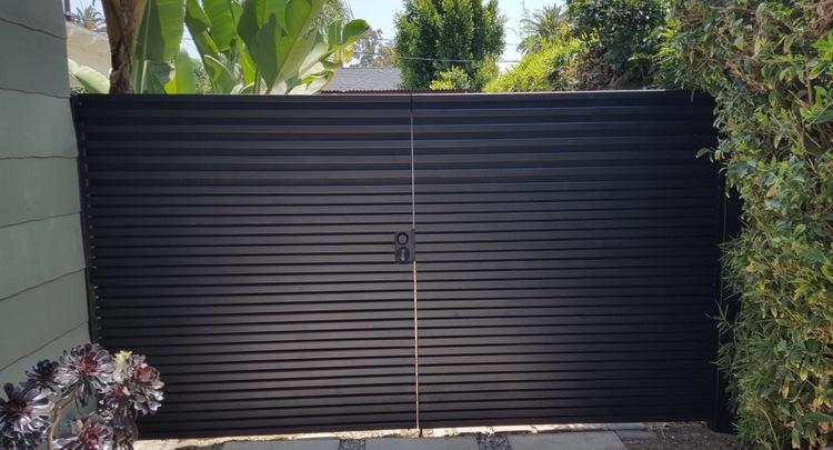 Modern+Double+Swing+Driveway+Gate+-+LA,+Ca+90292.jpg