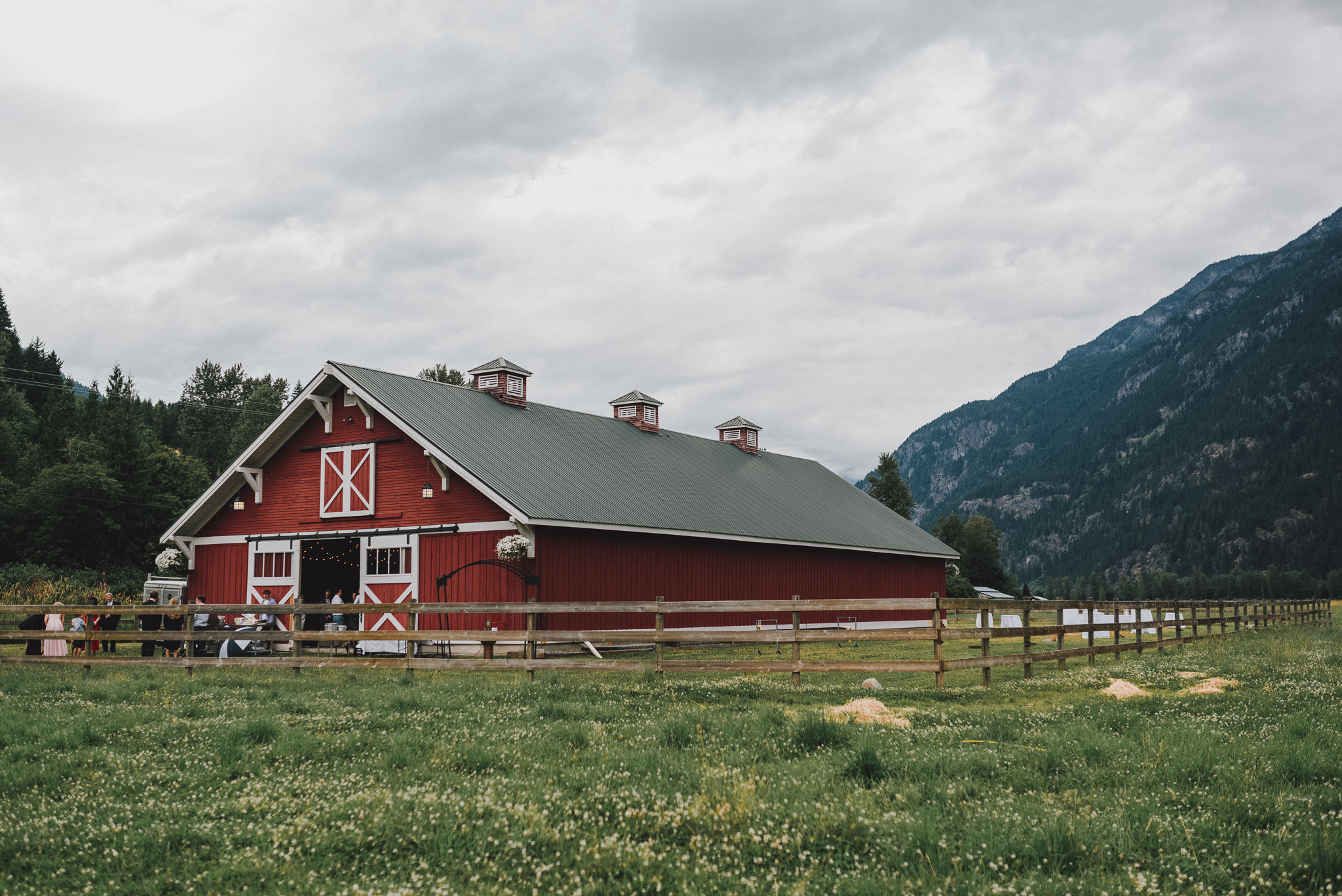 pemberton-riverlands-equestrian-red-barn-wedding (15 of 79).jpg