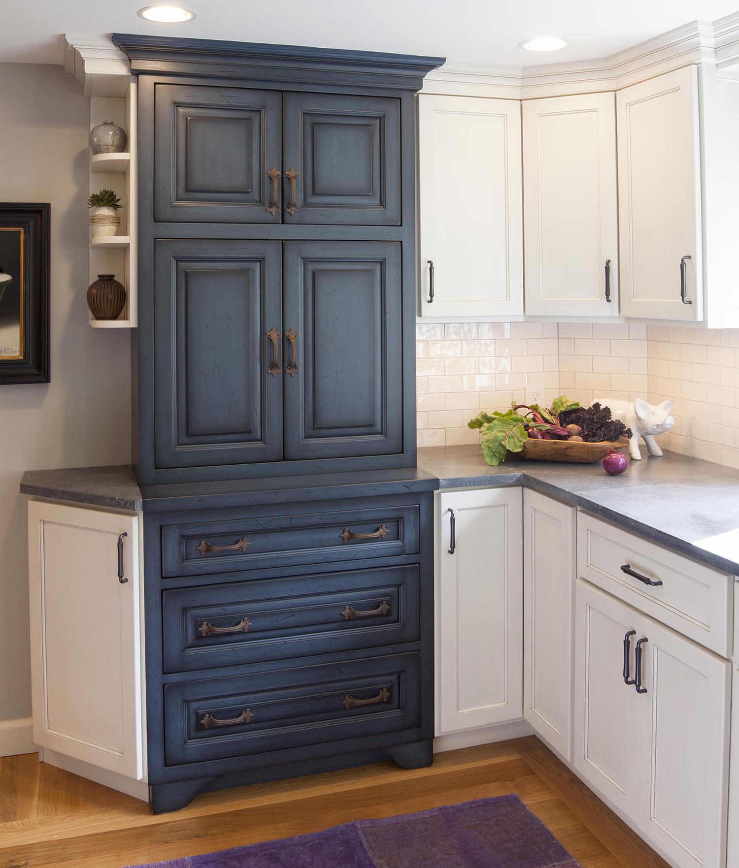 Village Cabinet Design / Medway, MA