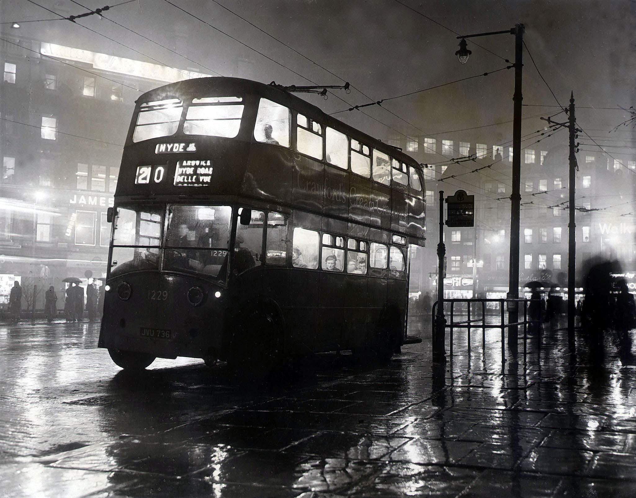 smog bus Hyde -  Trinity Mirror  Mirrorpix  Alamy Stock Photo.jpg