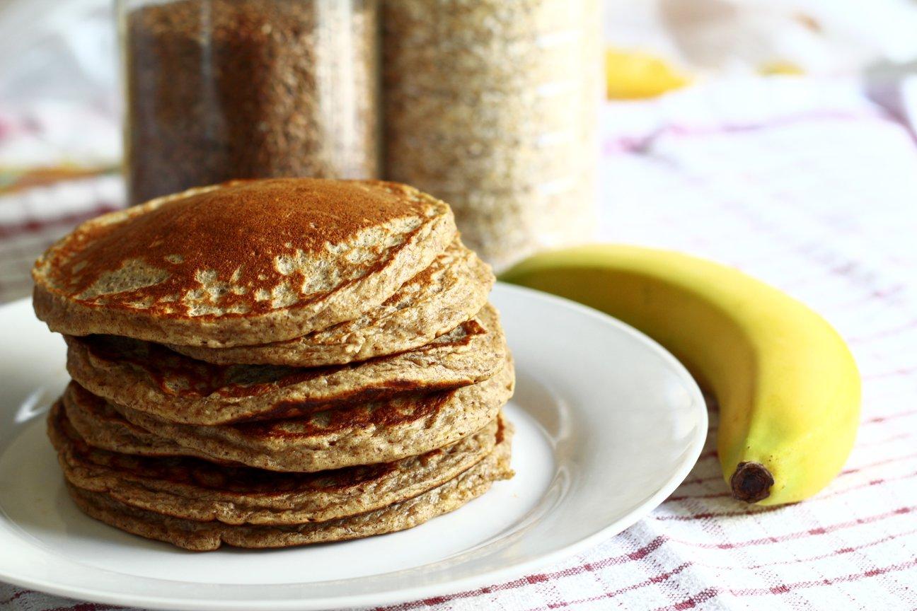 homemade oat blueberry banana pancakes.jpg