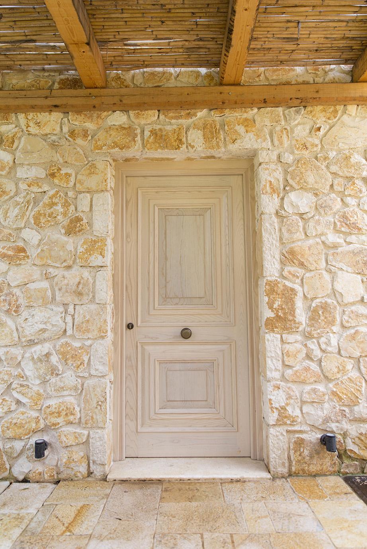 front-door-to-luxury-villa-corfu.jpg