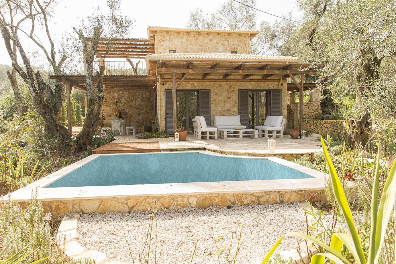 luxury-villa-with-pool-in-corfu.jpg