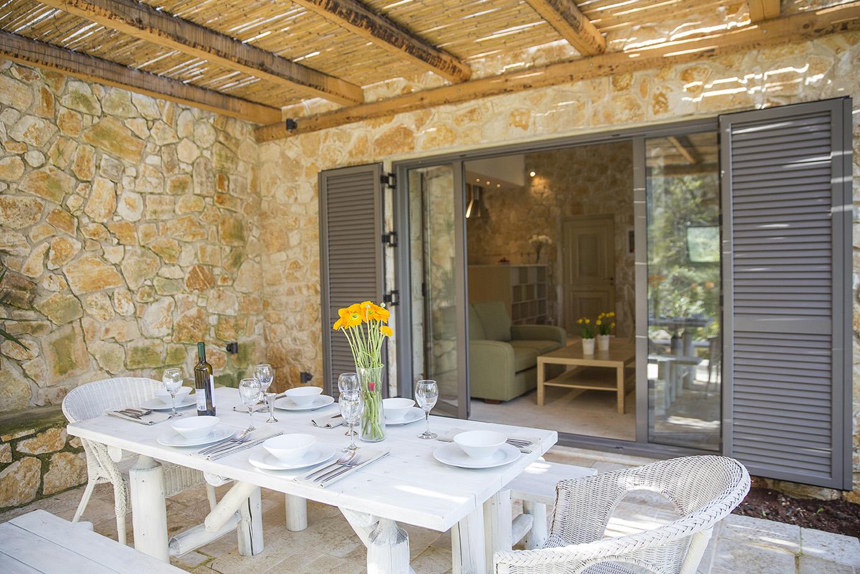 outdoor-dining-area-luxury-villa-avlaki.jpg