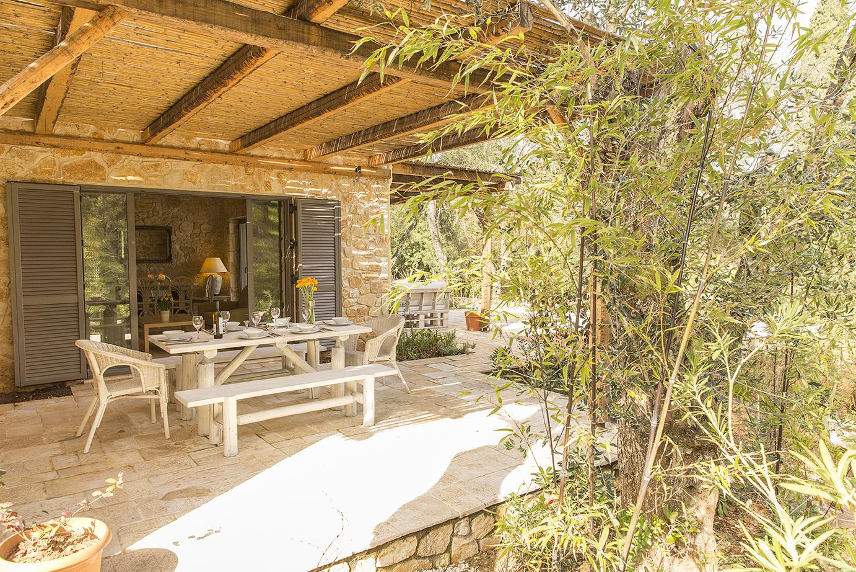 outdoor-dining-area-luxury-villa-kassiopi.jpg