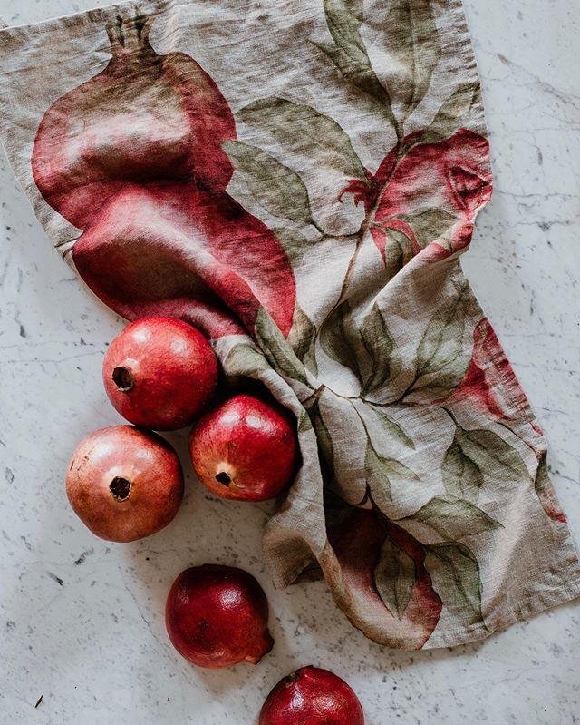 Canovacci in 100% lino Simple Day - 100% Linen kitchen towels Simple Day #autumnkitchen #simpleday #generalimport_italia #kitchendecor #linenteatowels #pomegranatewatercolor