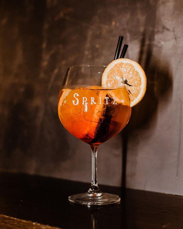 Venerdì aperitivo! #spritz #aperolspritz #drink #aperitivo #generalimport_italia