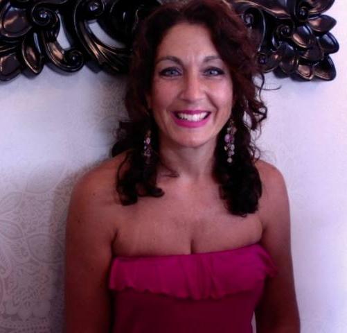 Donna Capomolla (Master Stylist)