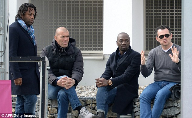 Zinedine Zidane and Claude Makelele taking in a Pep Guardiola session at Bayern Munich