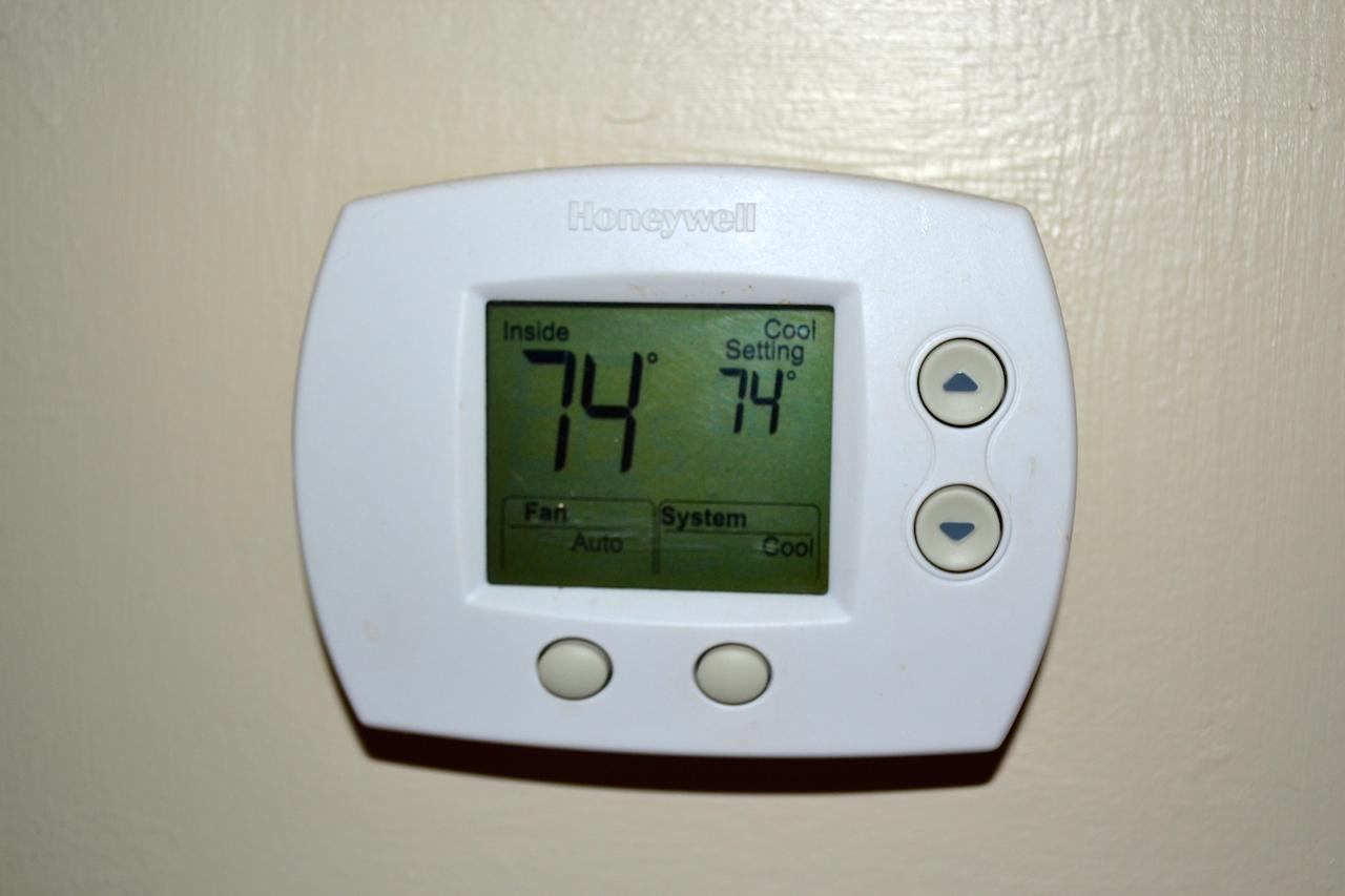 Thermostat-Heat Pump.JPG