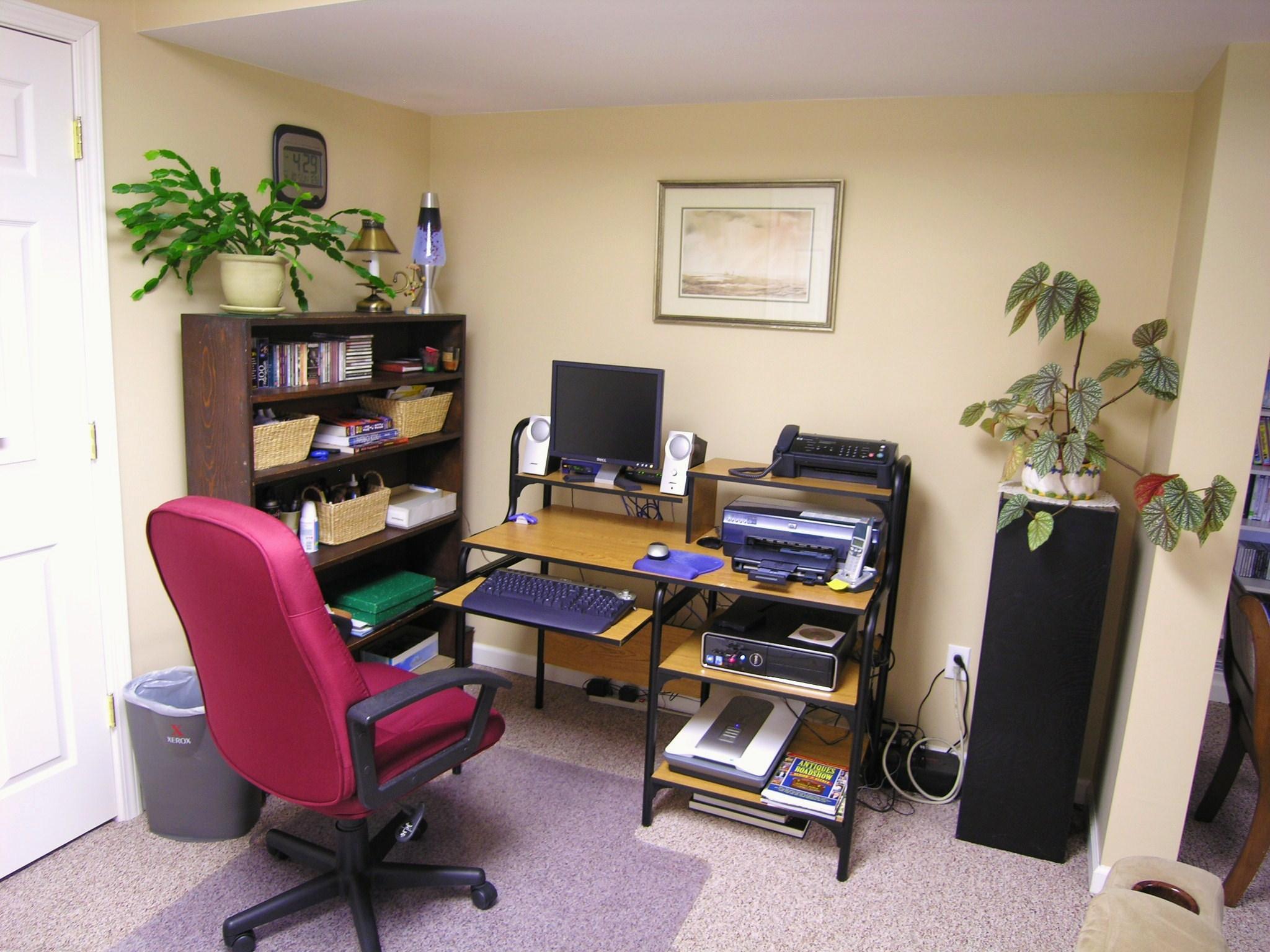 Basement Mini-office.JPG