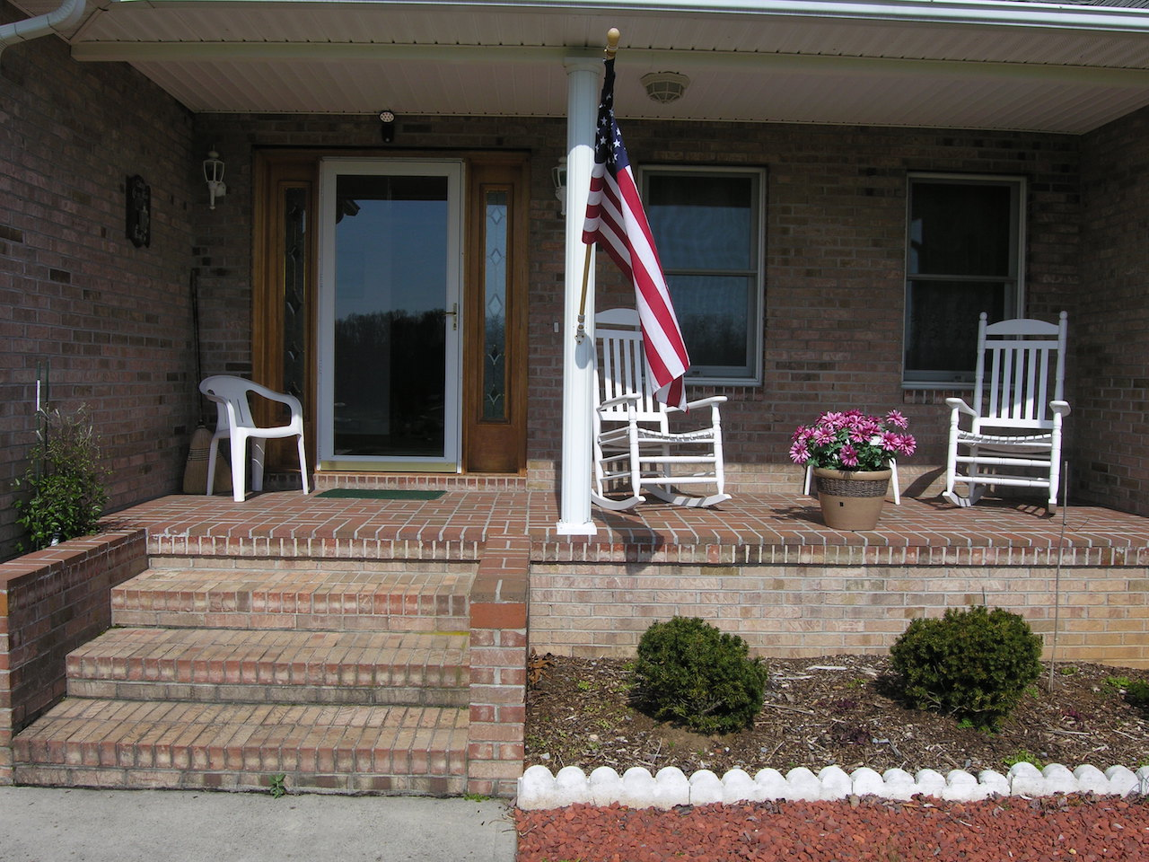 Exterior 9-Front Porch.JPG
