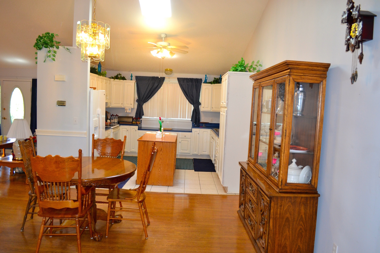 DIning Area to Kitchen.JPG