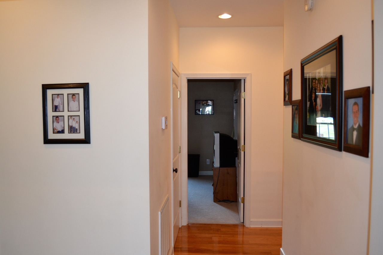 Hall to Bedrooms.jpg