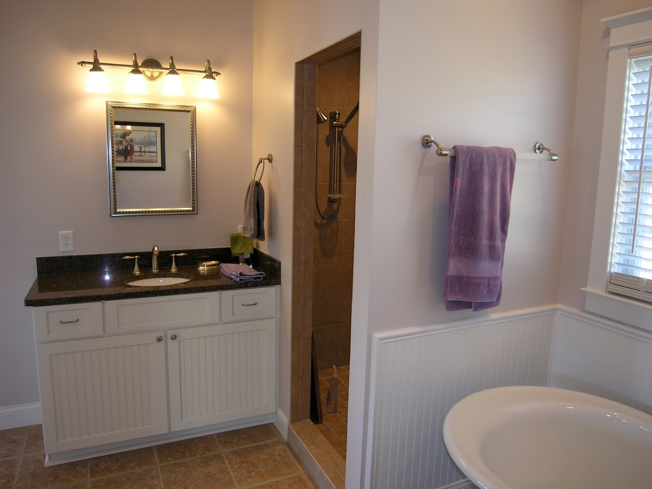 Upper Level Bathroom-2.jpg
