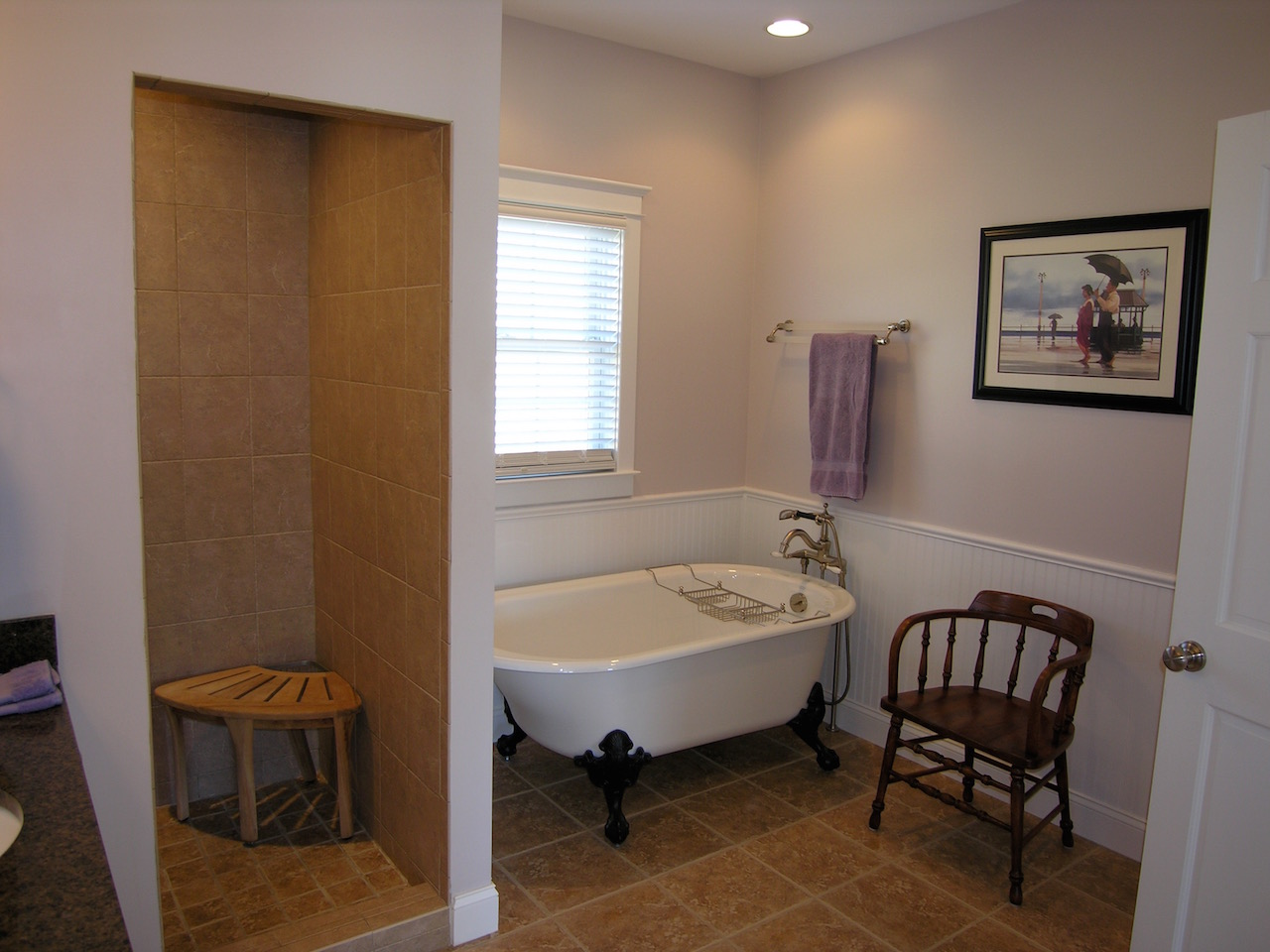 Upper Level Bathroom-1.jpg