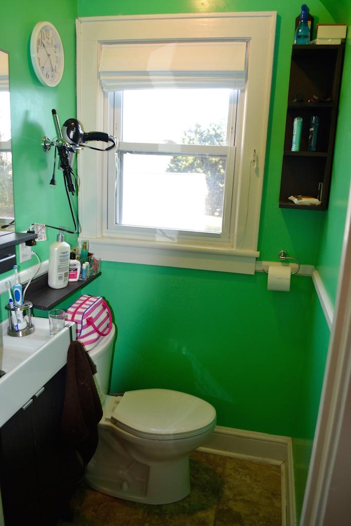 Downstairs 1:2 Bath.jpg