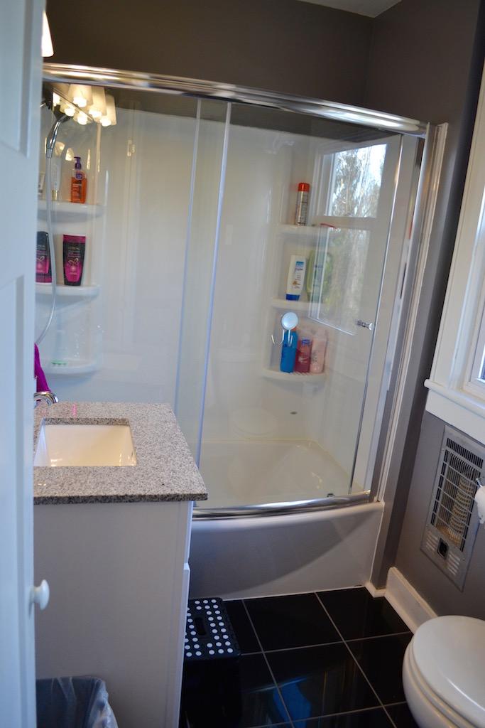 Upstairs Full Bath-2.jpg