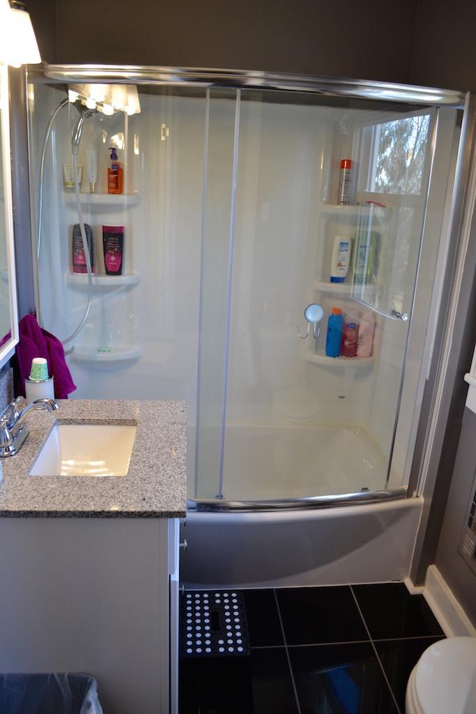 Upstairs Full Bath-1.jpg