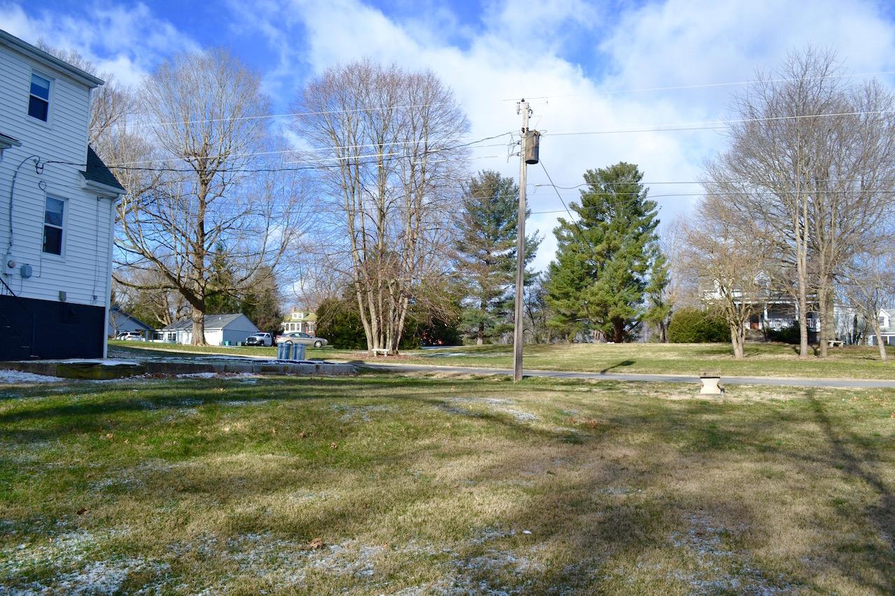 Yard-3.jpg