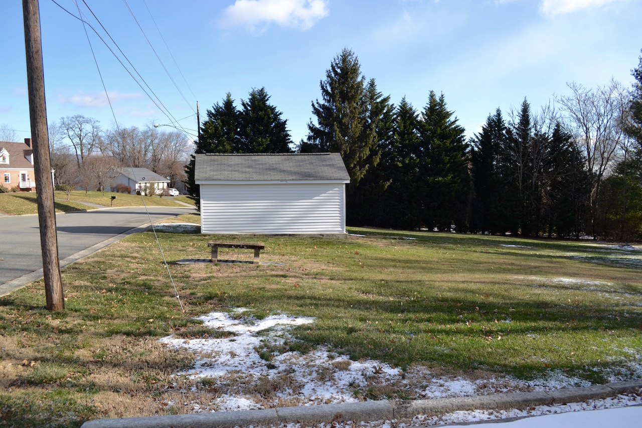 Yard-8 and Detached Garage.jpg