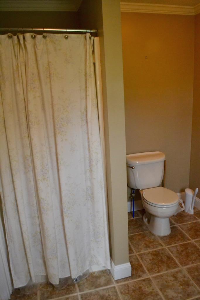 Full Bathroom 2-1.jpg