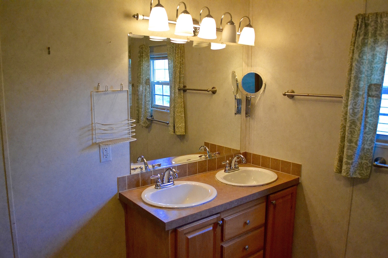 Master Bathroom-2.jpg