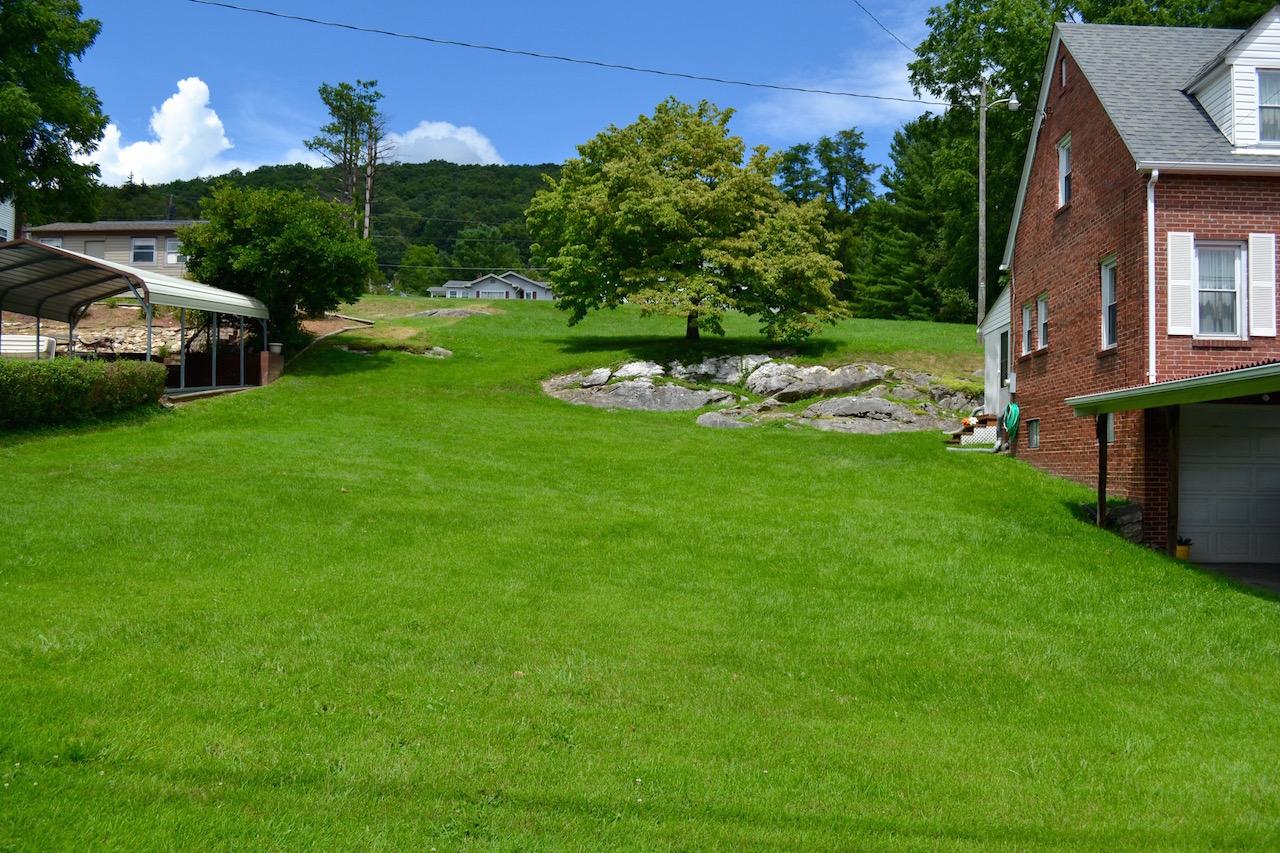 Exterior-Yard-1.jpg