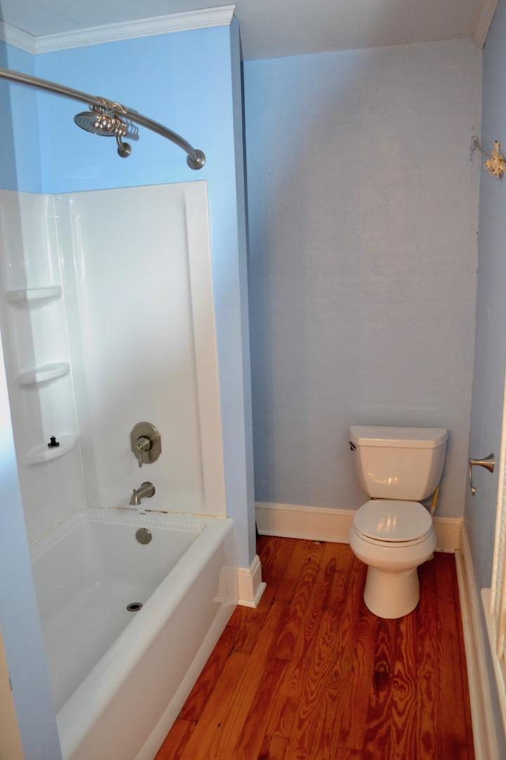 Full Bathroom-1.jpg