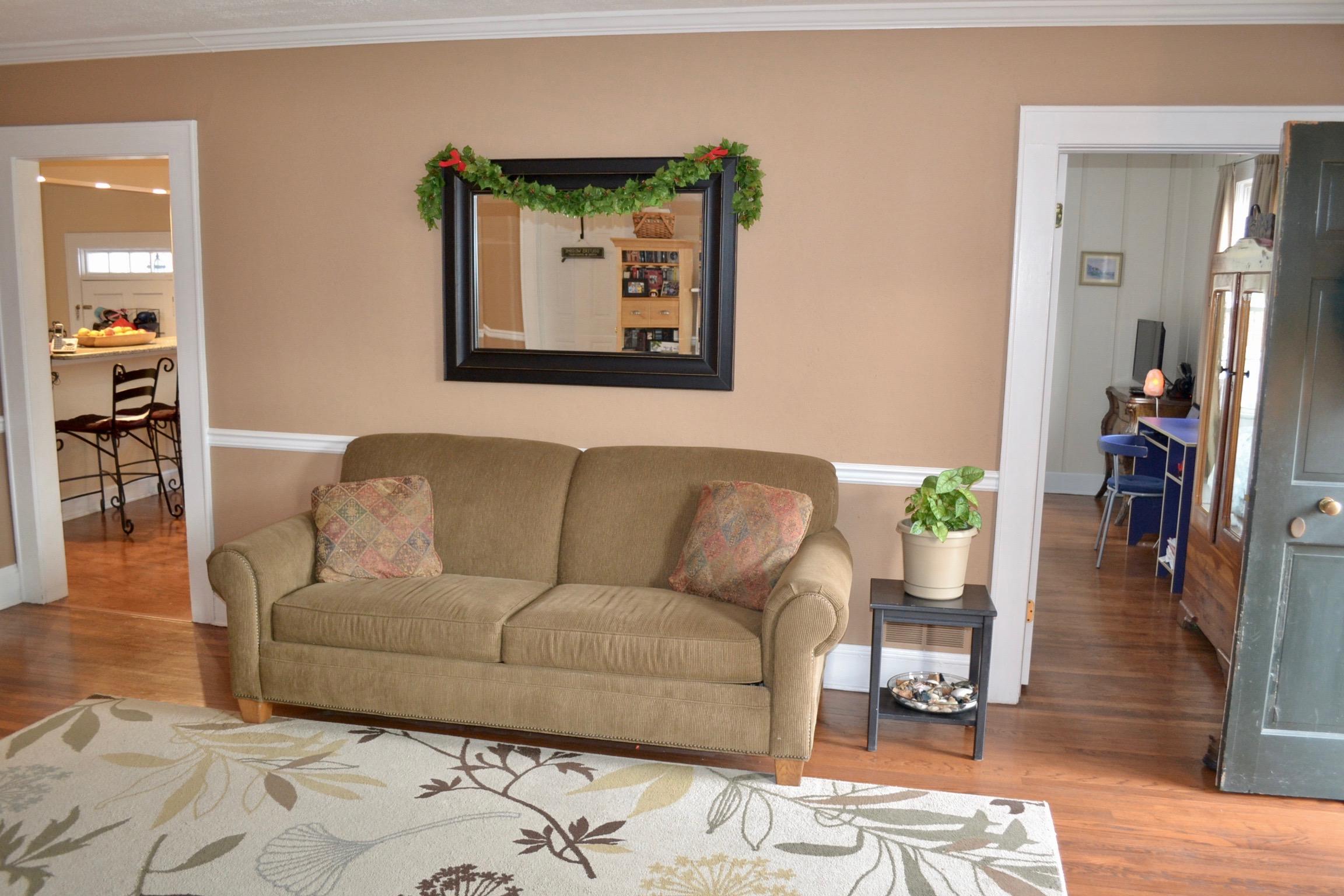 Living Room-6.jpg